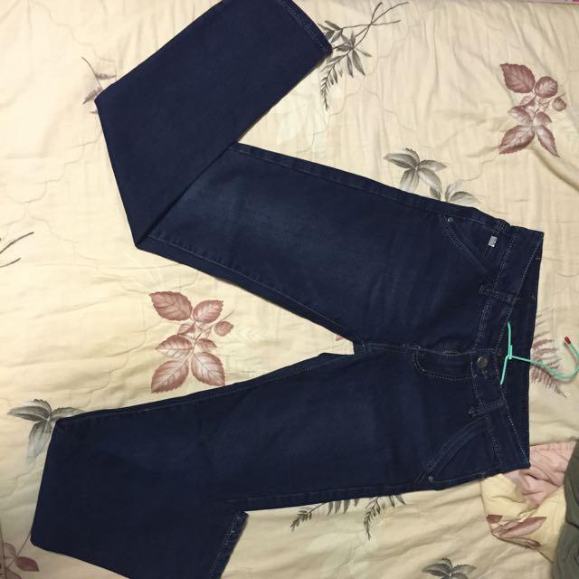 深藍色直筒牛仔褲