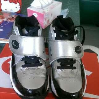 Nike Air Mission銀黑配色 24.5