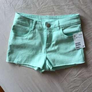BNWT H&M Mint Shorts EUR 32