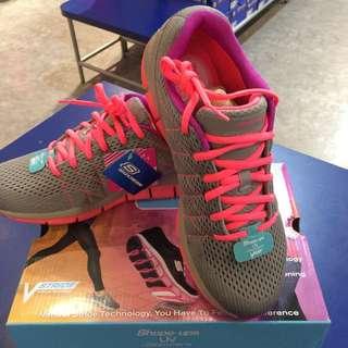SKECHERS 運動鞋