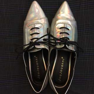 雷射尖頭鞋 35號