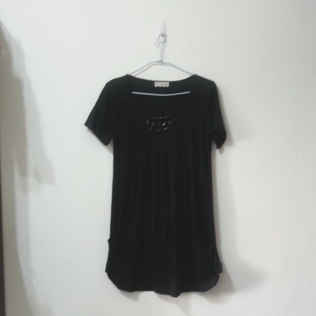 黑色絨料寶石裝飾胸前打折短袖洋裝