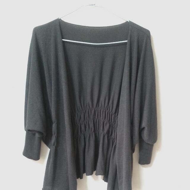 深灰色後縮腰不規則垂墜下擺七分袖針織外套/罩衫