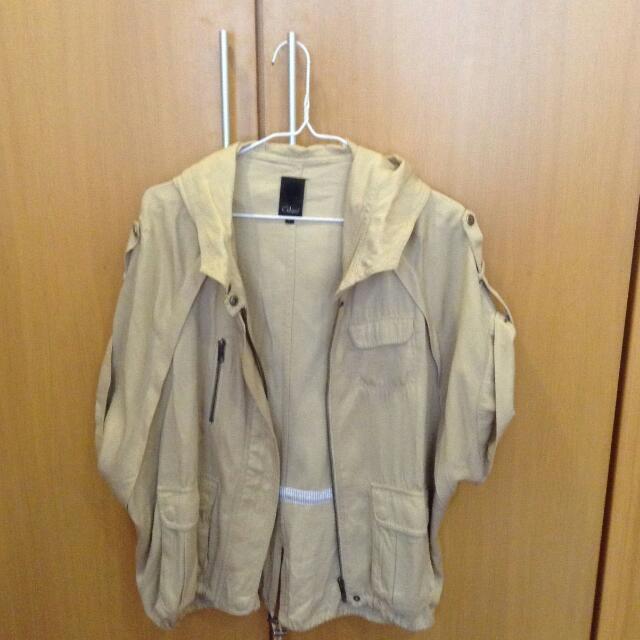 [降價]Gozo卡其短風衣外套