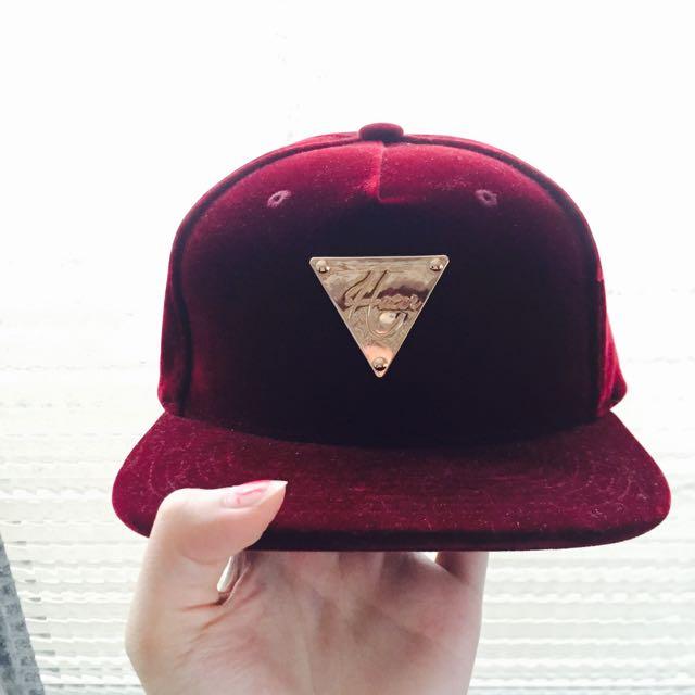 IDC酒紅天鵝絨潮帽