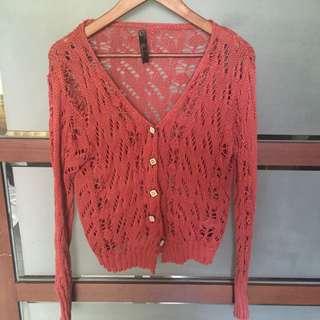 暗紅色簍空針織外套