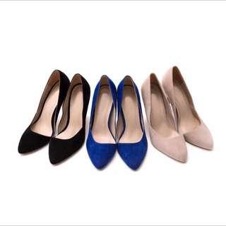 包鞋 內側小V縷空剪裁絨質高跟鞋