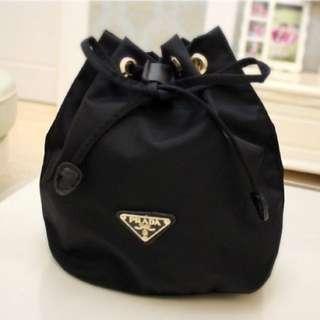 日雜 收納包水桶包(黑)Prada
