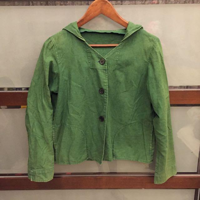 綠色連帽小外套