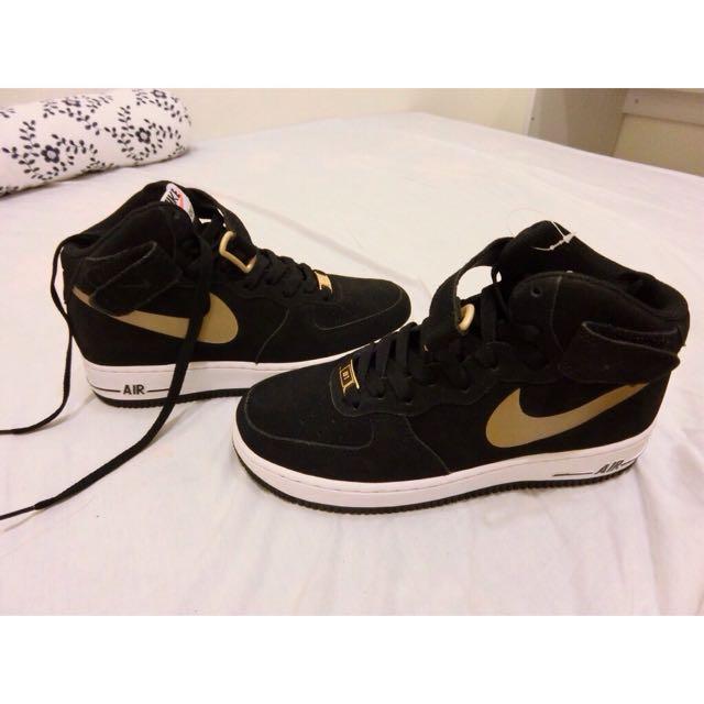 (女)Nike  air force1—黑底金勾—麂皮材質