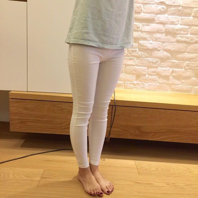 基本款🌟彈性合身塑型白色內搭褲