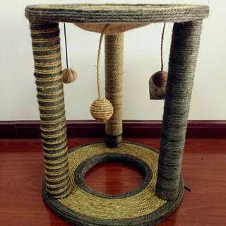 [CLEARANCE] 3 Pillar Scratch Post Condo