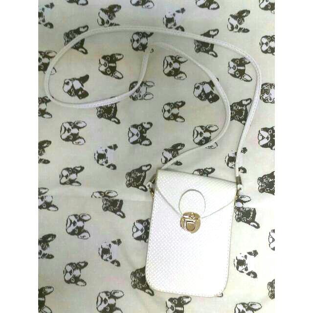 黑色白色側背手機袋