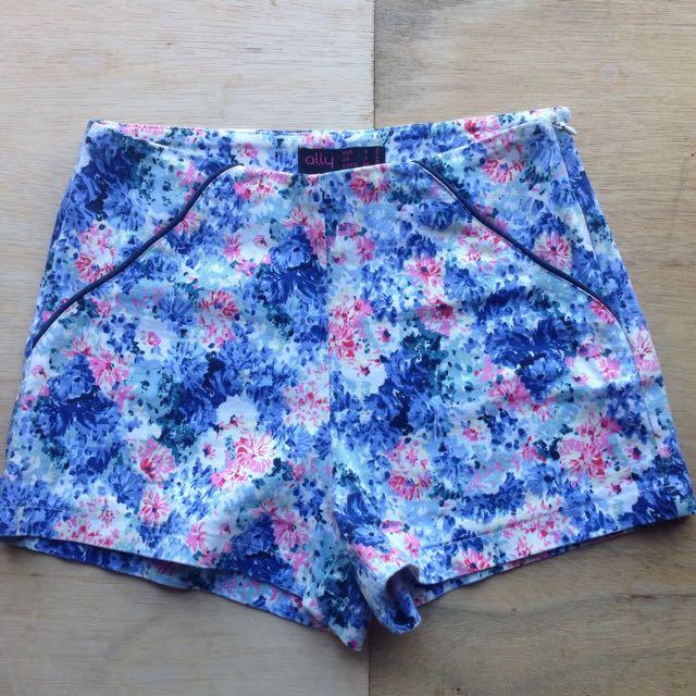 Ally Shorts Size 6