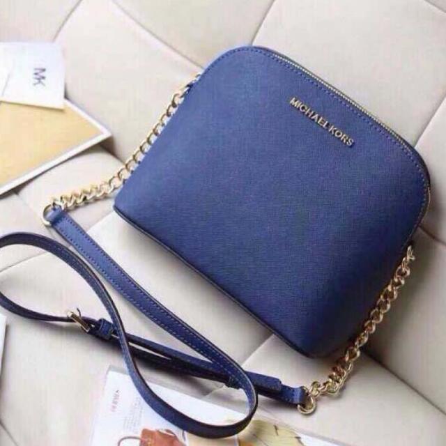 5212f87f0 Michael Kors Cindy Large Crossbody (Navy Blue), Luxury on Carousell