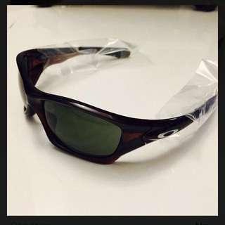 WTS: New Oakley sunglasses PIT BULL Dark grey