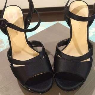 (售出)🇸🇬 Charles & Keith  小CK 黑色緞面跟鞋12CM