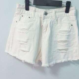 刷破純白牛仔短褲
