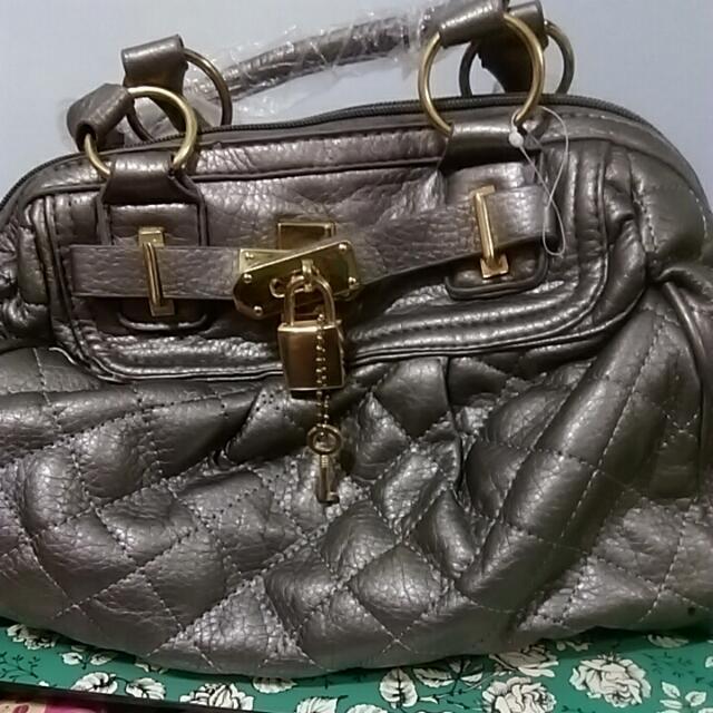 銀色手提包