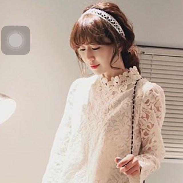 蕾絲刺繡連衣裙