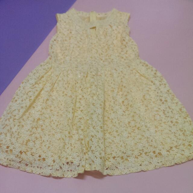 鵝黃色洋裝