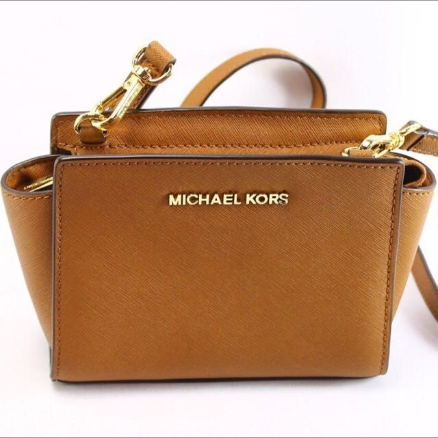 174c9c9f72a1 MICHAEL MICHAEL KORS SELMA MINI SAFFIANO LEATHER CROSSBODY, Luxury on  Carousell