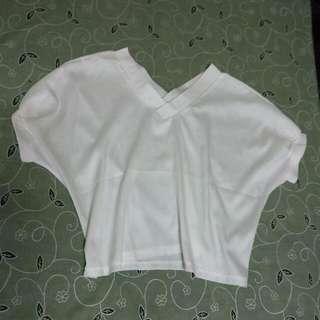 短版白色上衣