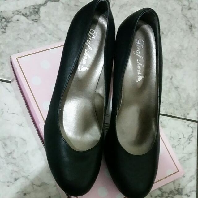 黑色素面百搭高跟鞋