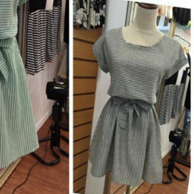 全新灰白條紋棉麻蝴蝶結綁帶洋裝