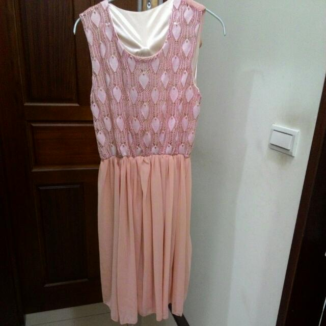 粉紅短洋裝