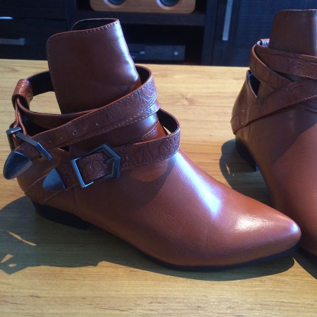 Booties Caramel Brown Size 37