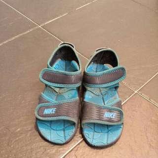 Shoes NIKE BOYS SANDALS @ SGD 10