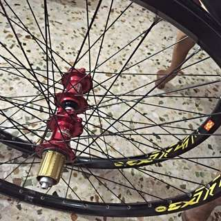"""HOPE Pro 2 Hubs(red) Laced On MAVIC EX721 Rims 26"""""""