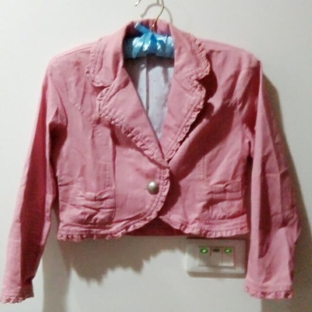 粉色俏皮短版小外套