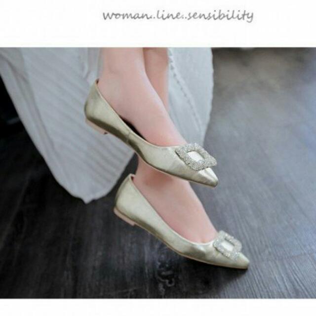水鑽方扣淺口尖頭平底鞋/金 $900 可當婚鞋 新娘鞋