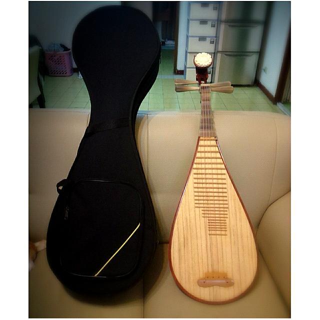 上海敦煌琵琶白牛角牡丹頭高級紅木製附樂譜義甲弦,二手八九成新