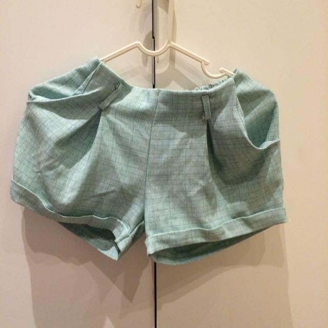 韓 綠色彈性短褲 含運
