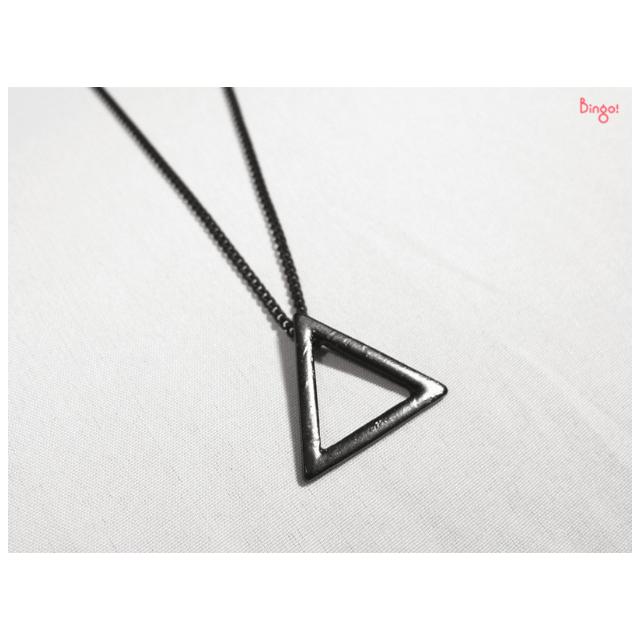 Bingo!現貨# 精緻黑色三角形幾何鏤空短鍊 短項鍊