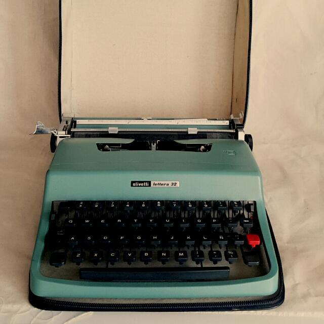 老牌Olivetti西班牙打字機