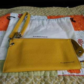 Rabeanco 黃色 牛皮 手拿包 全新 附防塵袋 吊牌 專櫃正品 可轉至露天刷卡,手續費等相關費用,另計
