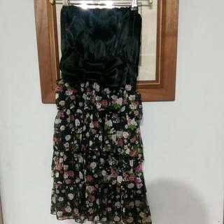 黑色連身碎花洋裝