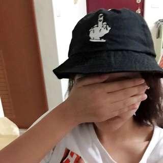 二手kouzou電繡中指Fuck標誌黑色漁夫帽