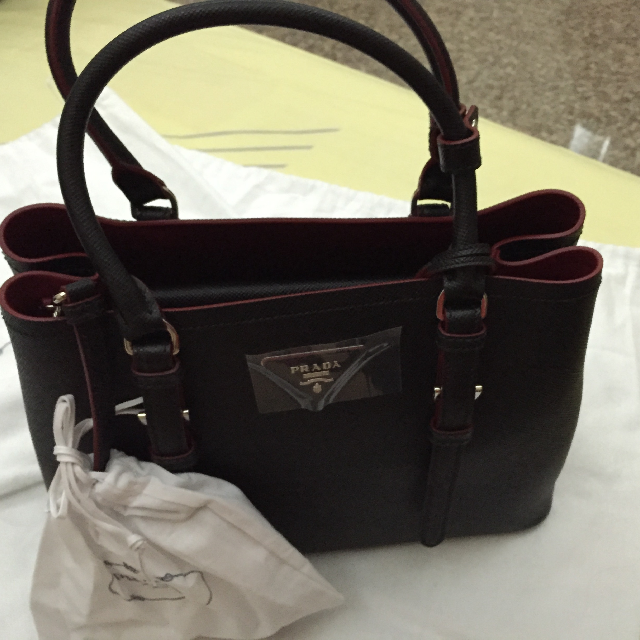 ... aliexpress bn prada saffiano cuir covered strap double bag nero with red  interior luxury on carousell c399cdc35ba70