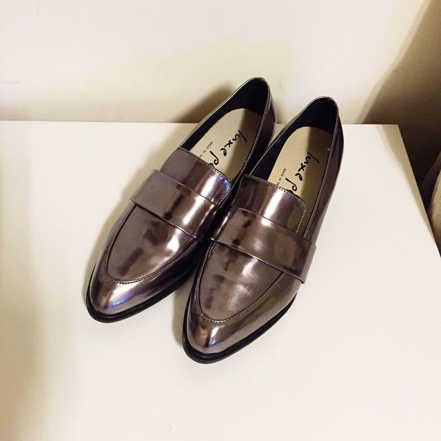 (已保留)💯全新 貓咪曬月亮 MOONCAT 同款尖頭金屬感紳士鞋 金屬鞋 樂福鞋 ZARA TOPSHOP NUDE MANGO H&M ASOS