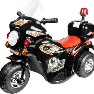 1008-16  兒童摩托車皇家警車  尺寸:82*37*52  承重:25公斤  售價:1600  運費:150  10/8結單