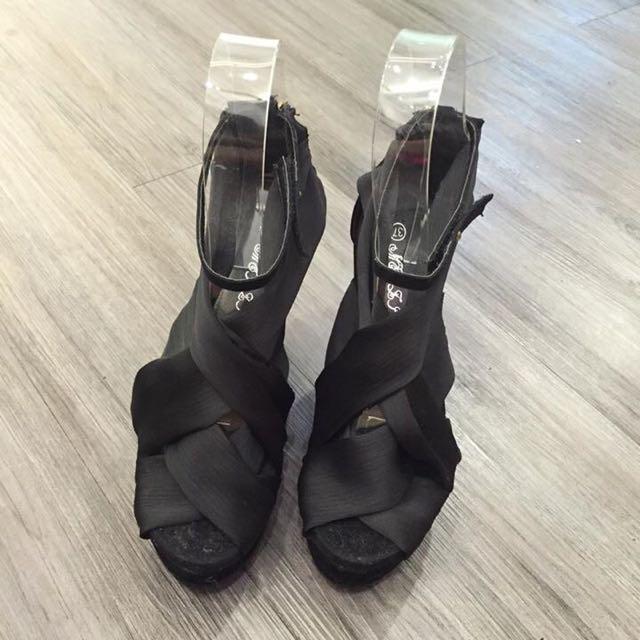 黑色緞帶楔型高跟鞋