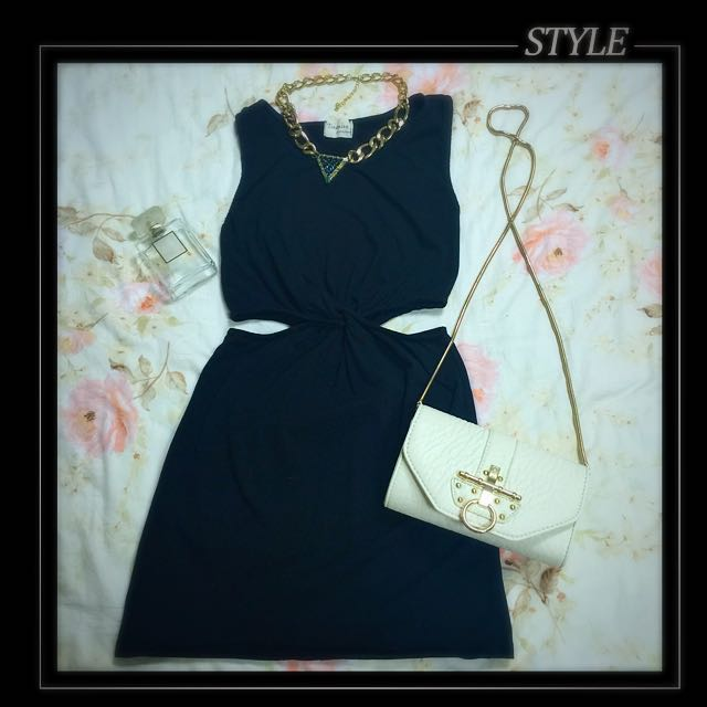 黑挖腰小洋裝