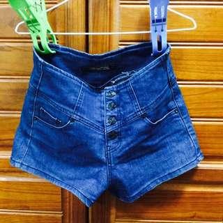 高腰排扣短褲
