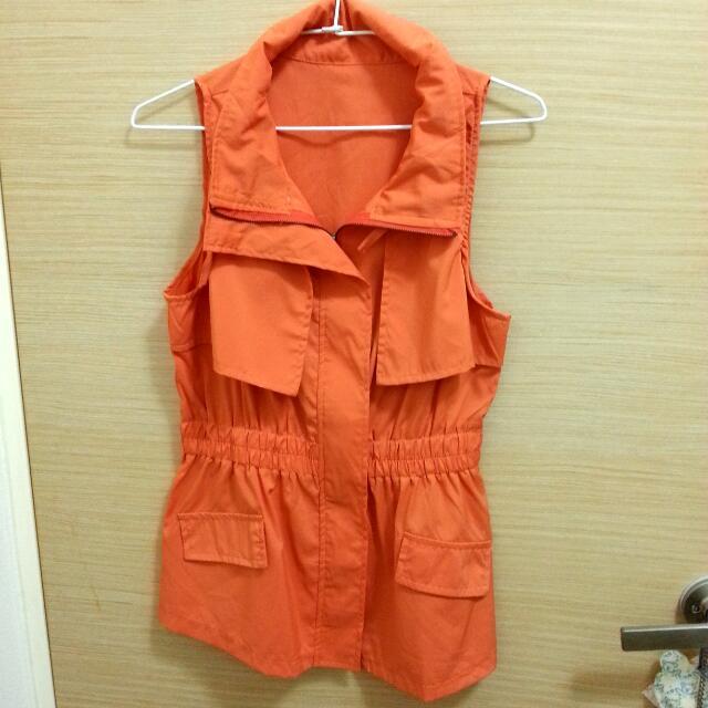 亮橘色拉鍊縮腰長版風衣背心