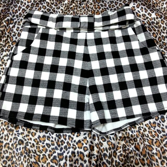 黑白格紋短褲